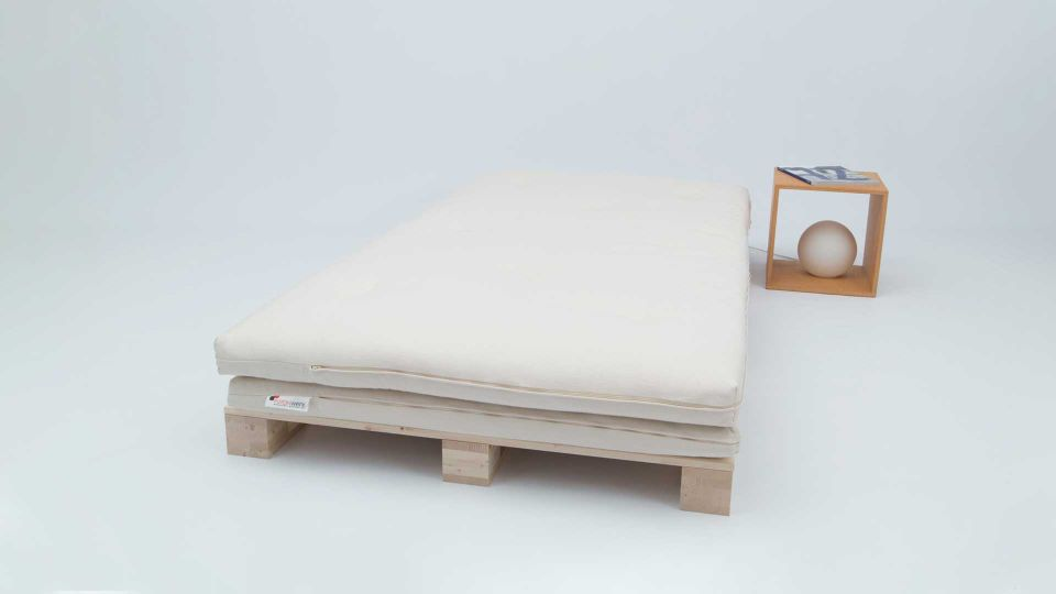 Bett Palette (3 Stk.) mit Twin Futon und Nachttisch