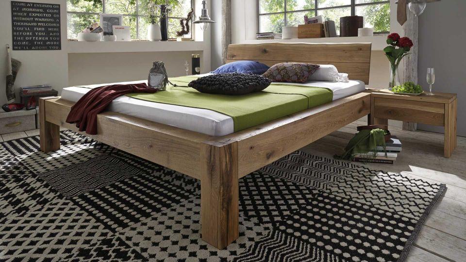 Bett Baumkante mit Kopfteil auch ohne Kopfteil erhältlich Massivholz-Bett Baumkante in Wildeiche