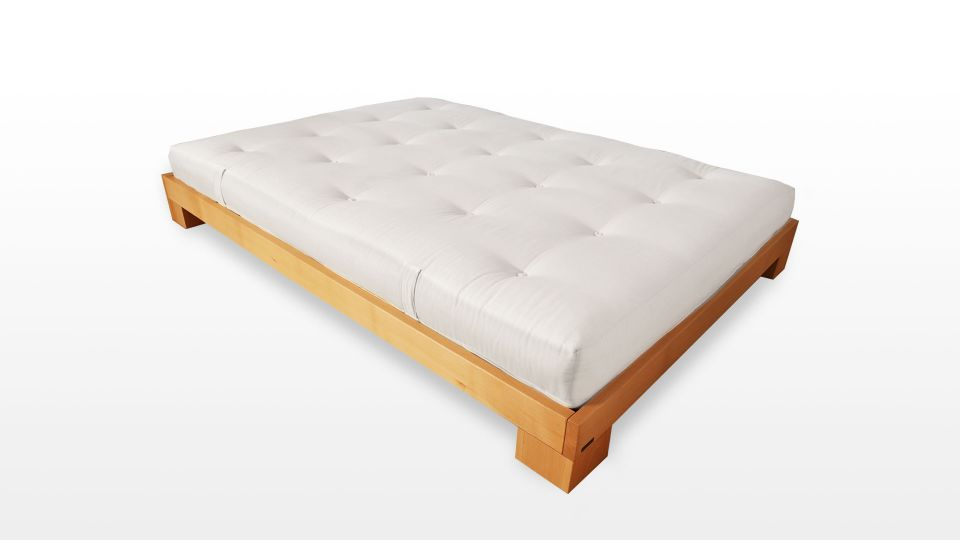 Bett Cube - Stabiles Massivholzbett für jedes Futon